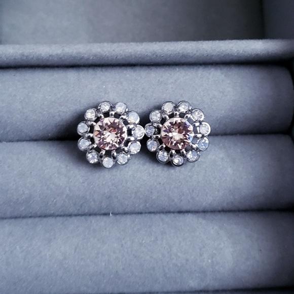 Chloe + Isabel Jewelry - Pretty flower earrings
